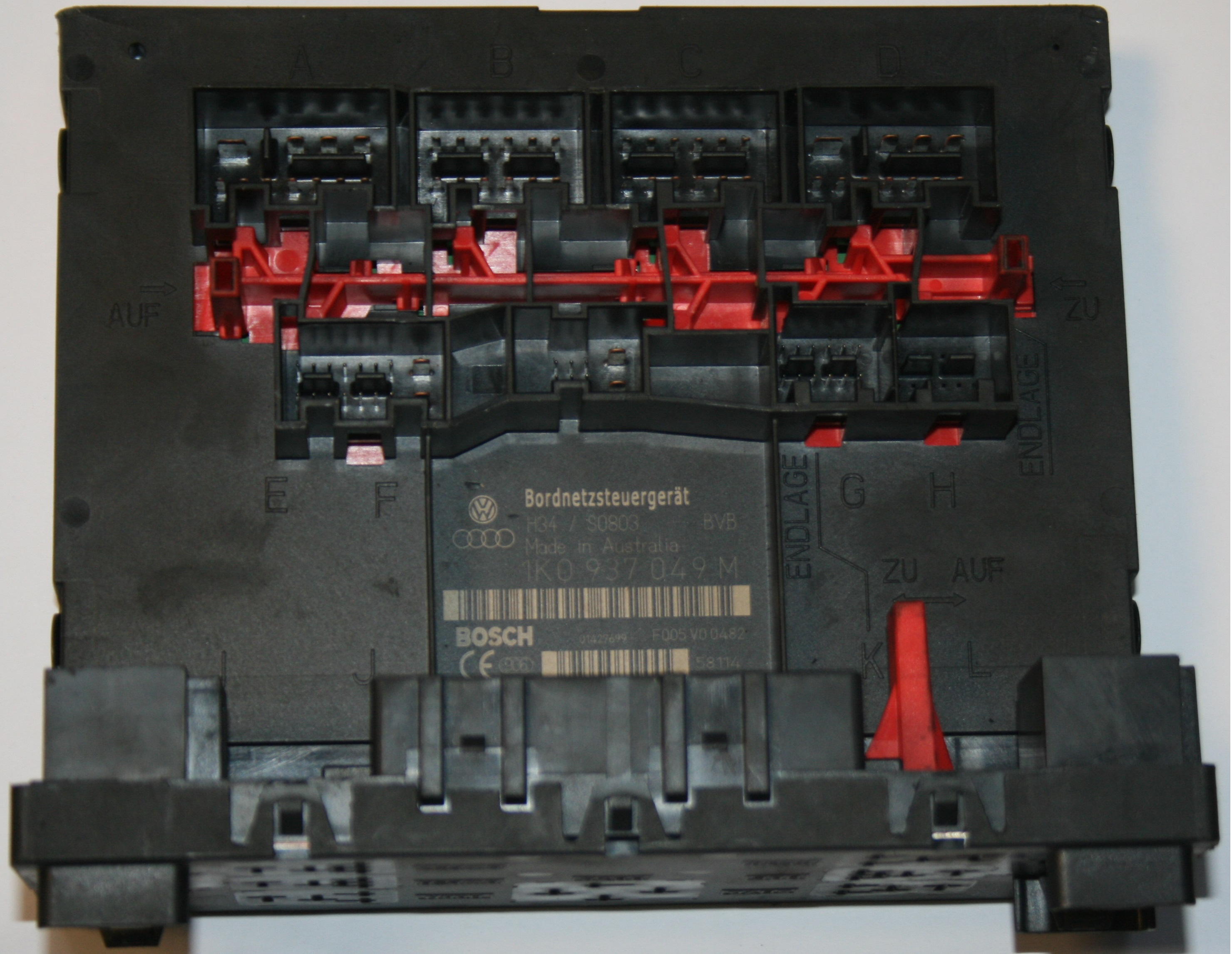 00393 used genuine vw golf central control fuse box 1k0 937 049 n mk5 golf fuse box diagram at bayanpartner.co