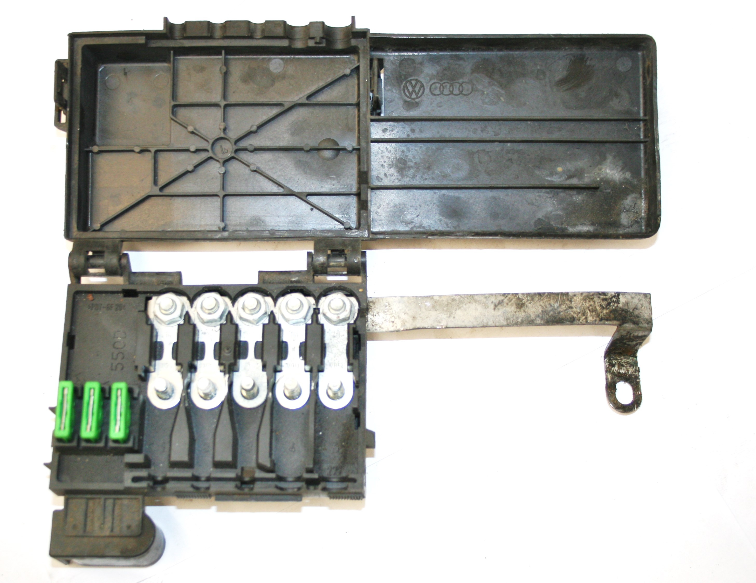 VW Golf VW Golf MK4 FUSE BOX ON TOP OF BATTERY 5 WIRE TYPE 1J0 937 550  D£20.00