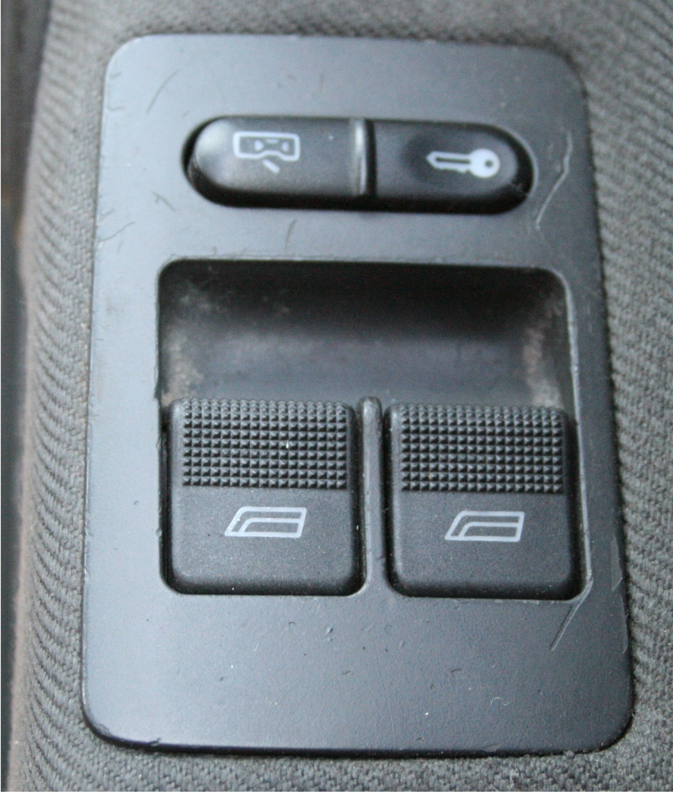 Used genuine vw polo driver side window adjustment switch for 2000 vw beetle window switch